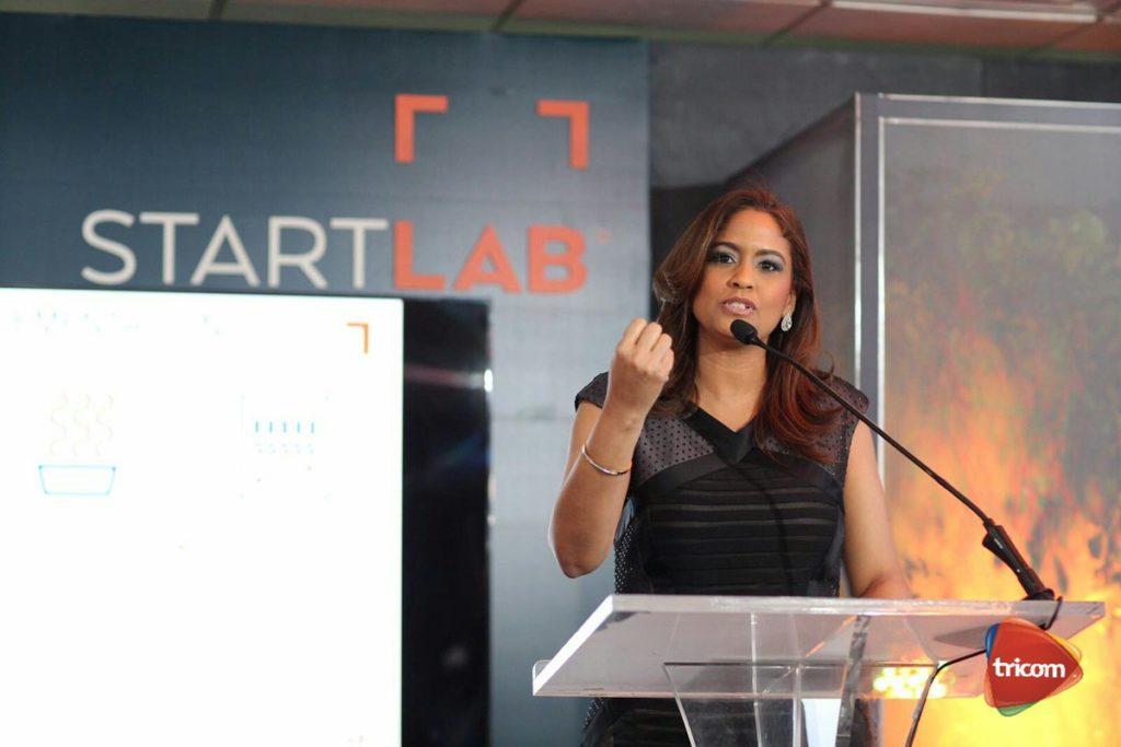 Mirna Eusebio exponiendo la novedades del StartLab