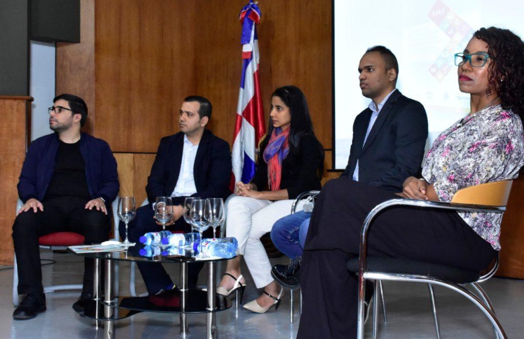 Arturo López Valerio de Tabuga, Yuri Saint de Prosoli, Addys Then Martes de Alianza ONG y Awilda Polanco del INTEC.