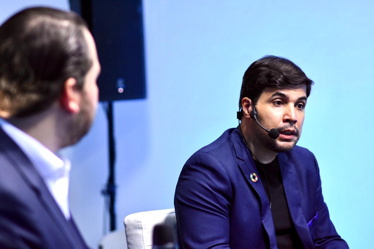 """""""Se hace evidente la necesidad de conectar a los jóvenes con enseñanzas que los ayuden no solo abordar la economía digital sino también poder comprender la tecnología"""". Arturo Lopez Valerio - Digital Economy"""